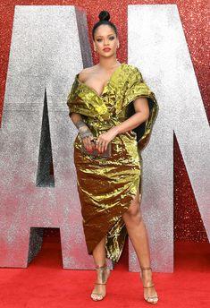 Красотка Рианна засветила грудь на премьере Oceans 8 в Лондоне фото #13