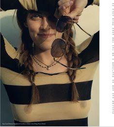 Возбуждающие соски Райли Кио сквозь прозрачный наряд на фото из Instagram фото #1