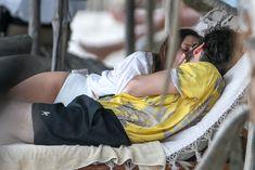 Красотка Элизабет Олсен в сексуальном купальнике на пляже фото #6
