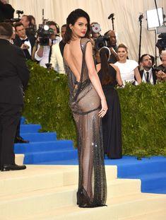 Сексуальная голая попка  Кендалл Дженнер в абсолютно прозрачном наряде на MET Gala фото #7