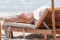 Голая грудь Арианни Селесте на пляже в Мексике фото #5
