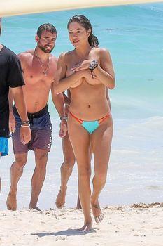 Голая грудь Арианни Селесте на пляже в Мексике фото #7