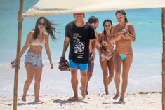 Голая грудь Арианни Селесте на пляже в Мексике фото #14