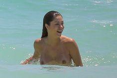 Голая грудь Арианни Селесте на пляже в Мексике фото #17