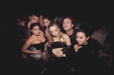 Ариэль Уинтер засветила сосок на вечеринке фото #1