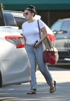 Торчащие соски Ариэль Уинтер сквозь футболку в Лос-Анджелесе фото #5