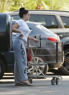 Торчащие соски Ариэль Уинтер сквозь футболку в Лос-Анджелесе фото #8