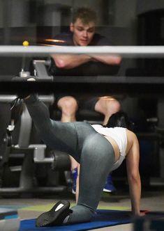 Спортивная Ариэль Уинтер  в сексуальных лосинах в зале Лос-Анджелеса фото #7