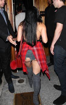 Эротичная Ариэль Уинтер засветила попку в откровенных шортах в Нью-Йорке фото #9
