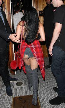 Эротичная Ариэль Уинтер засветила попку в откровенных шортах в Нью-Йорке фото #11