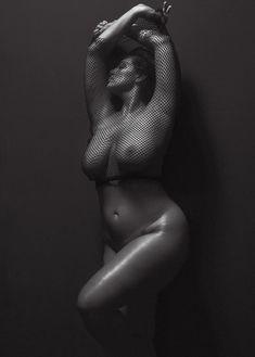 Безумно сексуальная Эшли Грэхэм снялась обнажённой в журнале V фото #7
