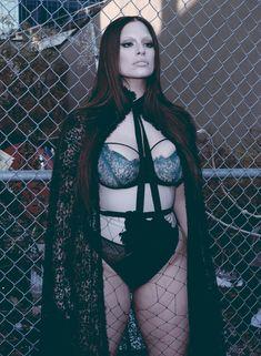 Красотка Эшли Грэм оголила попу в журнале V фото #1