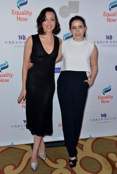 Глубокое декольте Обри Плаза в сексуальном платье на Make Equality Reality Gala фото #5