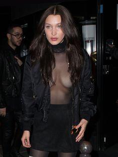 Красавица Белла Хадид засветила грудь сквозь прозрачный наряд в Париже фото #2