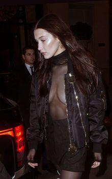 Красавица Белла Хадид засветила грудь сквозь прозрачный наряд в Париже фото #6