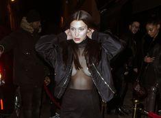 Красавица Белла Хадид засветила грудь сквозь прозрачный наряд в Париже фото #8