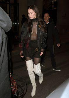 Красавица Белла Хадид засветила грудь сквозь прозрачный наряд в Париже фото #13