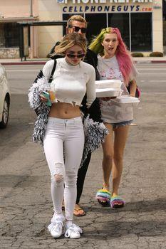 Возбуждающие сосочки Беллы Торн в эротическом наряде в Северном Голливуде фото #10