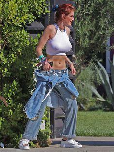 Торчащие соски Беллы Торн сквозь сексуальный топ в Лос-Анджелесе фото #7