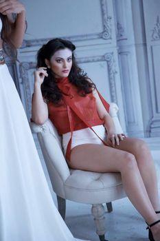 Красотка Камила Мендес засветила грудь в прозрачной блузке на фотосессии фото #8