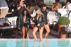 Заманчивая Кэндис Свейнпол топлесс в бассейне в Рио-де-Жанейро фото #4