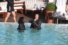 Заманчивая Кэндис Свейнпол топлесс в бассейне в Рио-де-Жанейро фото #7