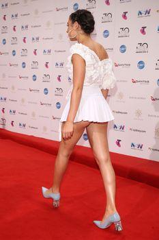 Красотка Charli XCX засветила трусики на The 30th Annual ARIA Awards фото #3