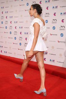 Красотка Charli XCX засветила трусики на The 30th Annual ARIA Awards фото #4