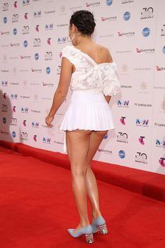 Красотка Charli XCX засветила трусики на The 30th Annual ARIA Awards фото #5