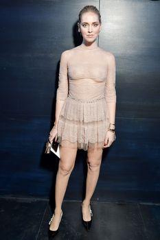 Голая грудь Кьяры Ферраньи сквозь прозрачный наряд на Paris Fashion Week фото #10