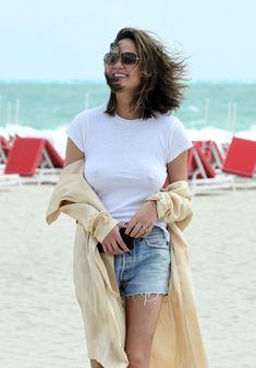 Шикарная Крисси Тейген без лифчика на Майами фото #1
