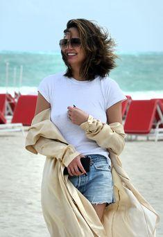 Шикарная Крисси Тейген без лифчика на Майами фото #2