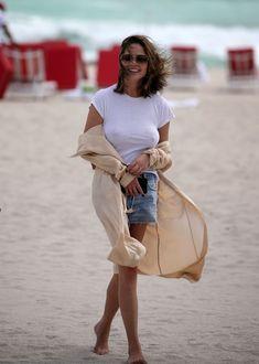 Шикарная Крисси Тейген без лифчика на Майами фото #4