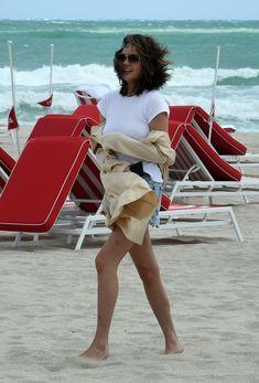 Шикарная Крисси Тейген без лифчика на Майами фото #11