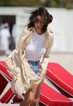 Шикарная Крисси Тейген без лифчика на Майами фото #13