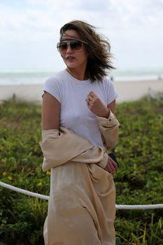 Шикарная Крисси Тейген без лифчика на Майами фото #17