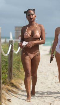 Сексуальная Кристина Милиан в миниатюрном бикини на Майами фото #1