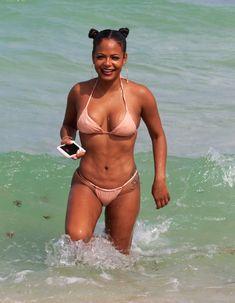 Сексуальная Кристина Милиан в миниатюрном бикини на Майами фото #12