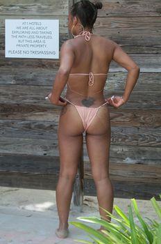 Сексуальная Кристина Милиан в миниатюрном бикини на Майами фото #18