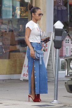 Возбуждающие соски Кристины Милиан в сексуальном топе на улицах Голливуда фото #8