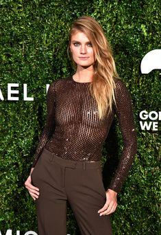 Красивая голая грудь Констанс Яблонски в прозрачном наряде на Awards Show фото #2
