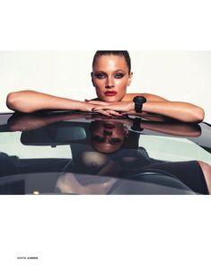 Красотка Констанс Яблонски оголила грудь и попу в журнале Lui фото #3