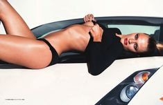 Красотка Констанс Яблонски оголила грудь и попу в журнале Lui фото #5