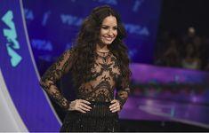 Сочная грудь Деми Ловато в прозрачном наряде на MTV Video Music Awards фото #6
