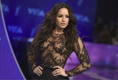 Сочная грудь Деми Ловато в прозрачном наряде на MTV Video Music Awards фото #7