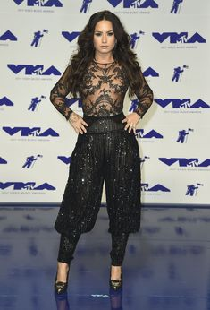Сочная грудь Деми Ловато в прозрачном наряде на MTV Video Music Awards фото #9