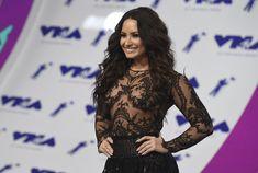 Сочная грудь Деми Ловато в прозрачном наряде на MTV Video Music Awards фото #14