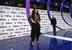 Сочная грудь Деми Ловато в прозрачном наряде на MTV Video Music Awards фото #16