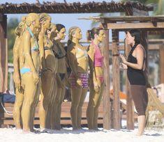 Торчащие соски Дрю Бэрримор в купальнике на пляже Майами фото #13
