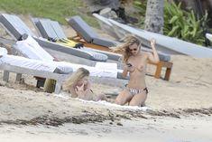 Голая грудь Эдиты Вилкевичуте в бикини на пляже в Сен-Бартелеми фото #9